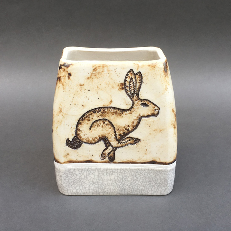 Galloping hare vessel
